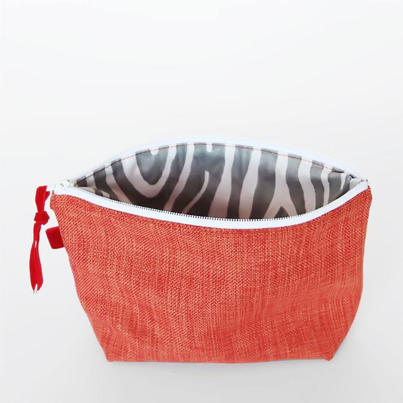Sew an easy lined zippered pouch